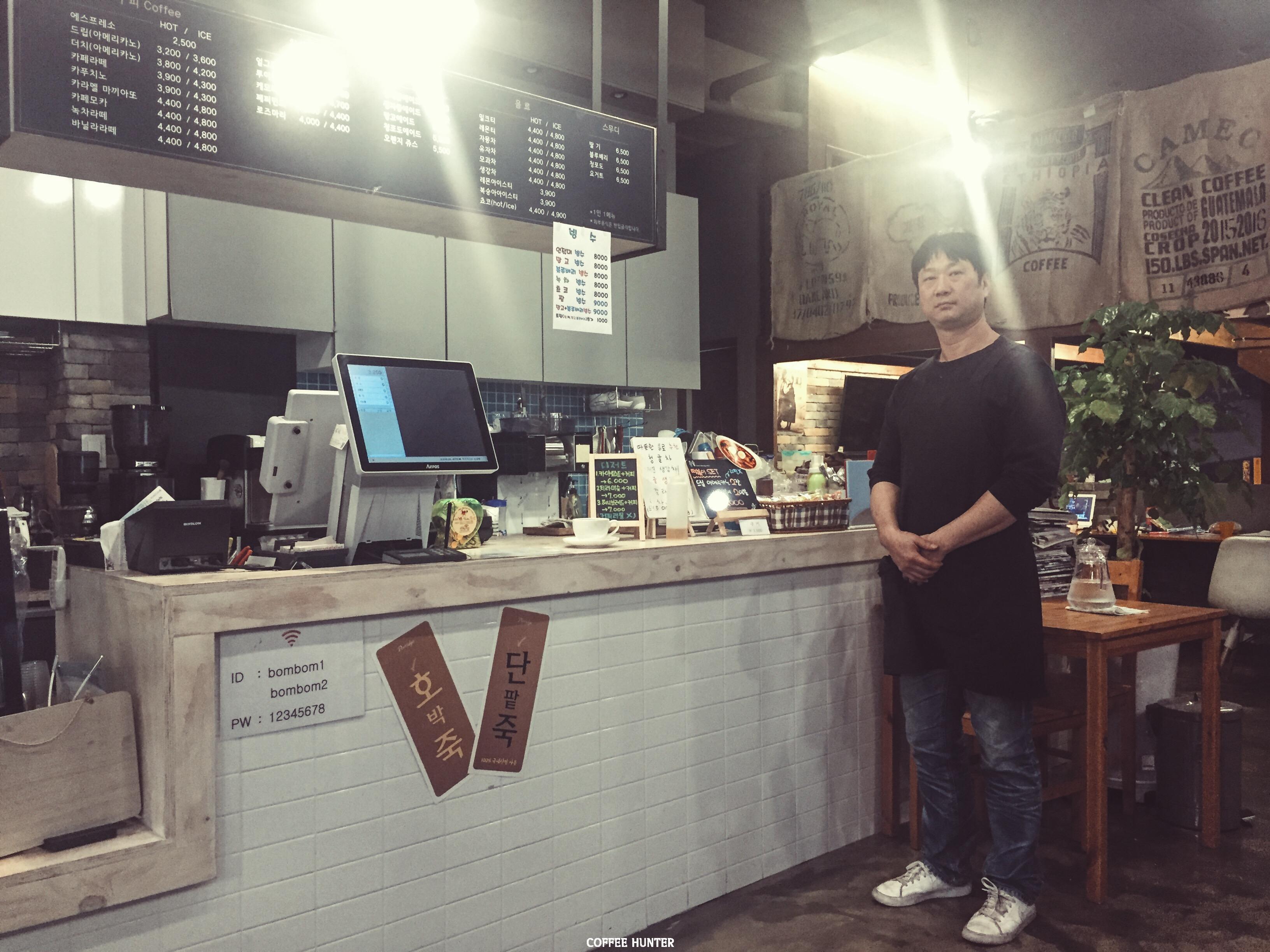 카페요기 카운터2.jpg